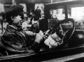 A pesti taxis igy költi el szerény ebédjét - természetesen csak papirosból.