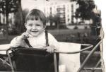 Egy évesen a kocsiban